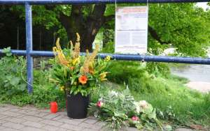 120509 Gedenken Blumen