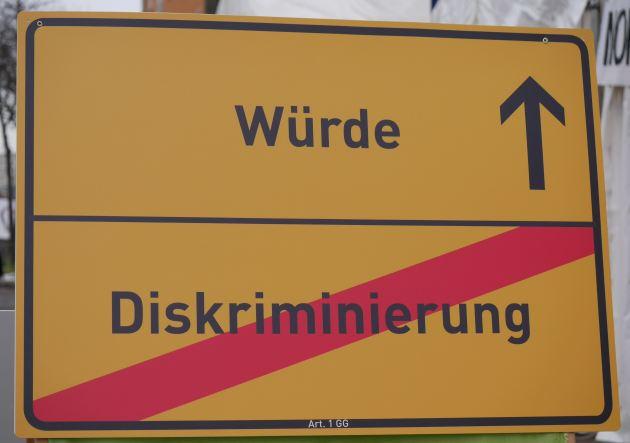 170121-mdd-schild-wuerde-diskriminierung
